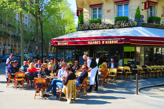 Sunny bistrot in Paris