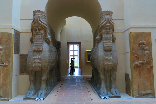 Assyrian bull sculptures Library of Ashurbanipal