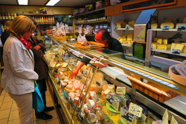 Cheese shop rue mouffetard paris