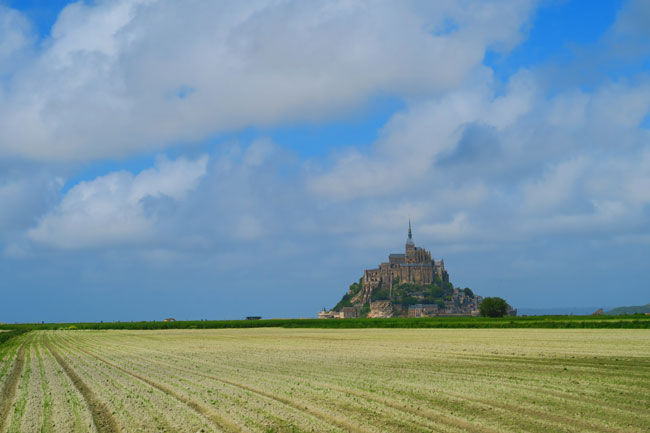 distant view mont saint michel