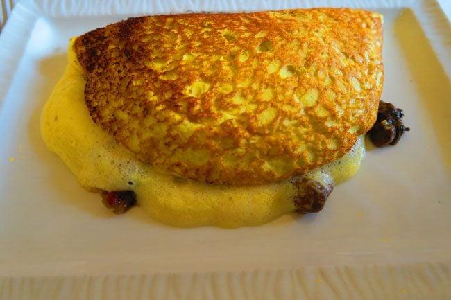 famous fluffy omlette la mere poulard restuarant mont saint michel
