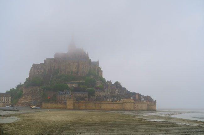 foggy arrival mont saint michel