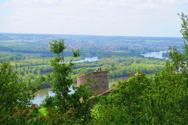 Giverny paris day trip La Roche-Guyon castle picnic view