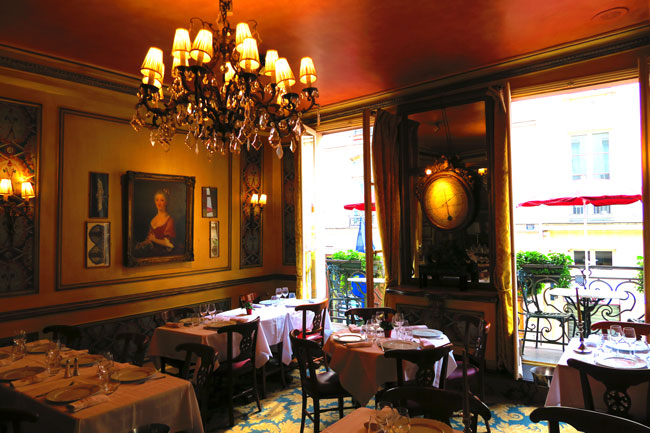 Le Procope Paris restaurant dining room