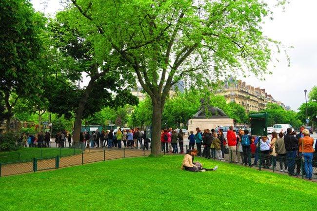 line to get into paris catacombs