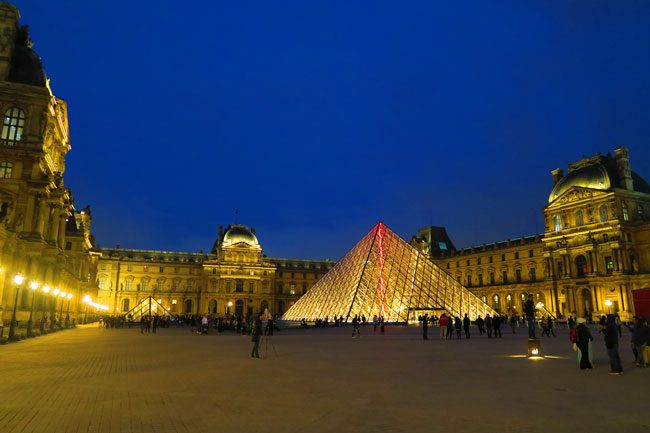 Louvre museum paris by night