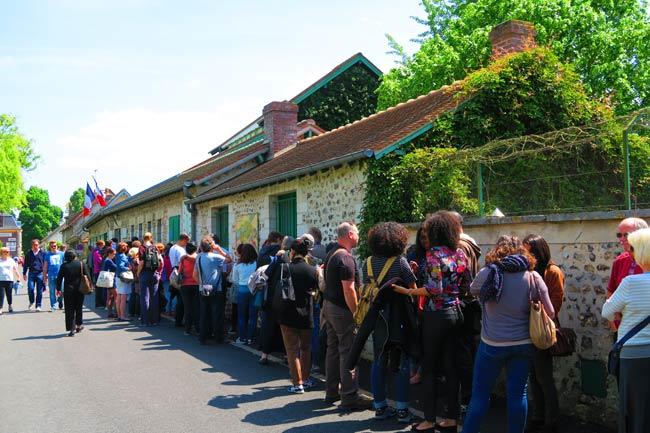 Monet house and garden giverny long queue