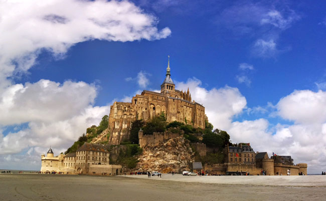 One day in Mont Saint Michel - panoramic view cover
