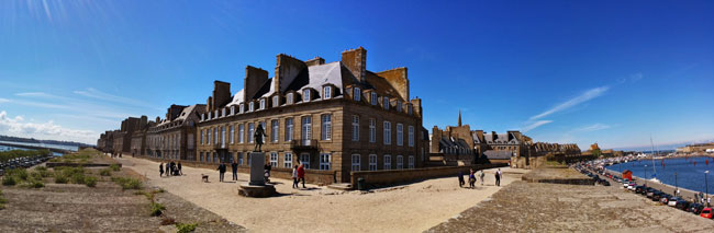 panoramic view saint malo ramparts