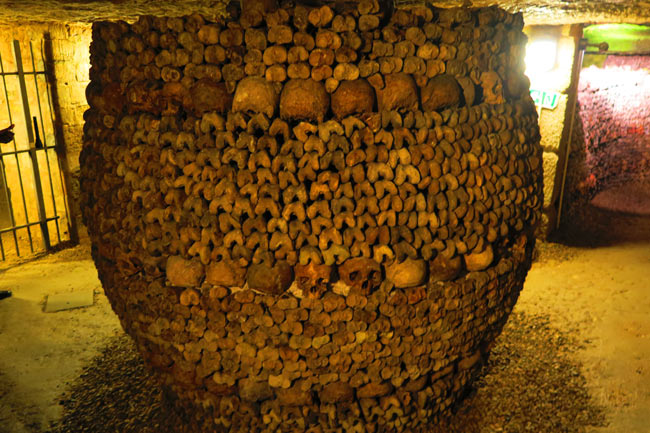 paris catacombs bones arranage in column