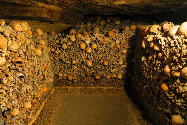 paris catacombs burrial chamber