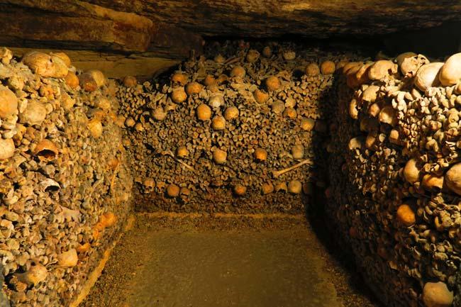 paris catacombs burrial chamber
