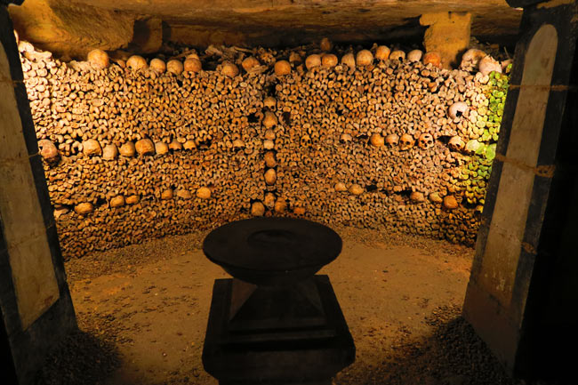 paris catacombs praying chamber