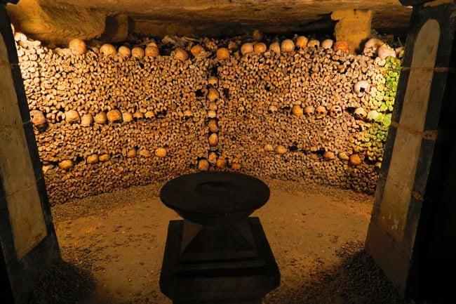 paris catacombs praying chamber