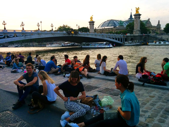 Pont Alexandre III chilling