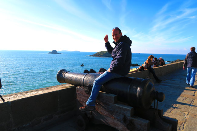 riding canon saint malo ramparts