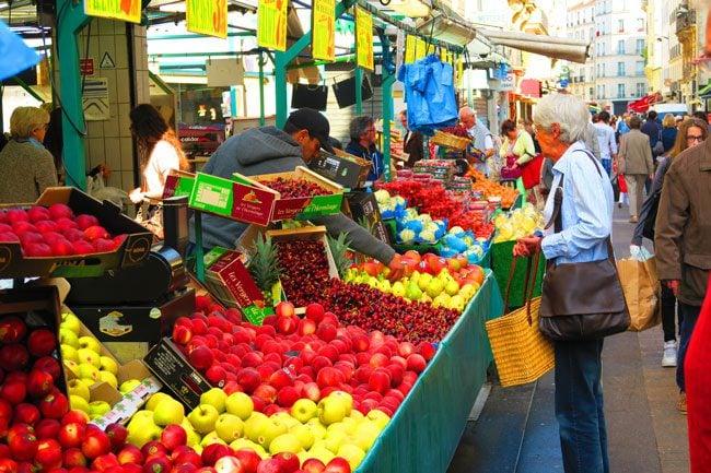 Rue de levis Paris market street food