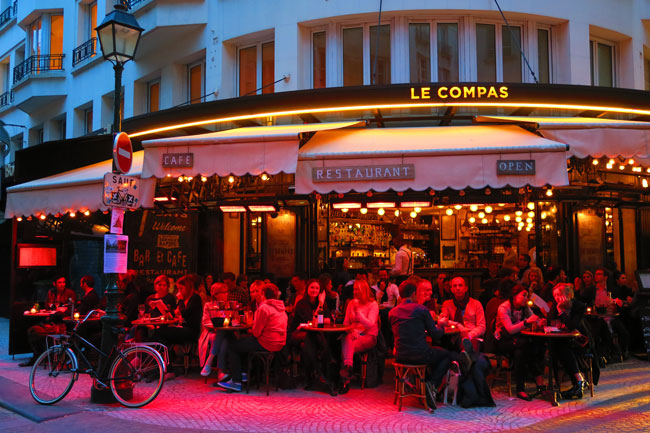 Rue Montorgueil Bar by night