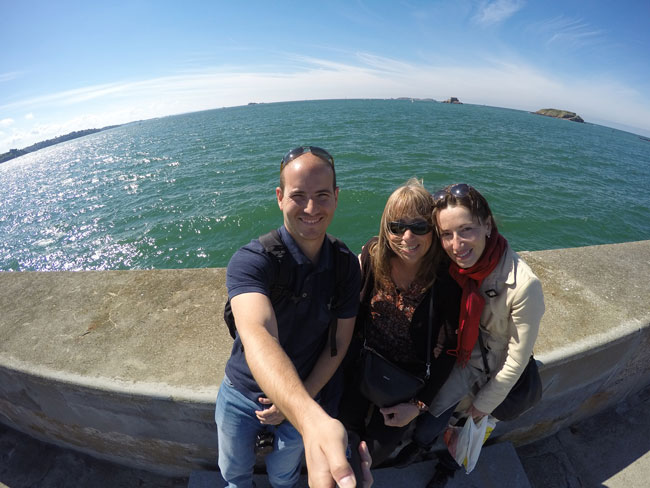 selfie saint malo lighthouse