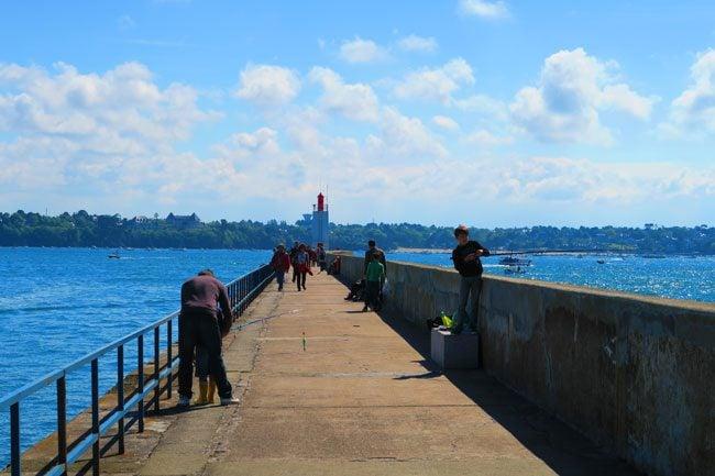 walking to saint malo lighthouse