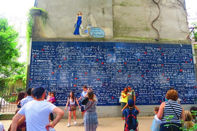 Le mur des je t'aime - the love wall Montmartre Paris