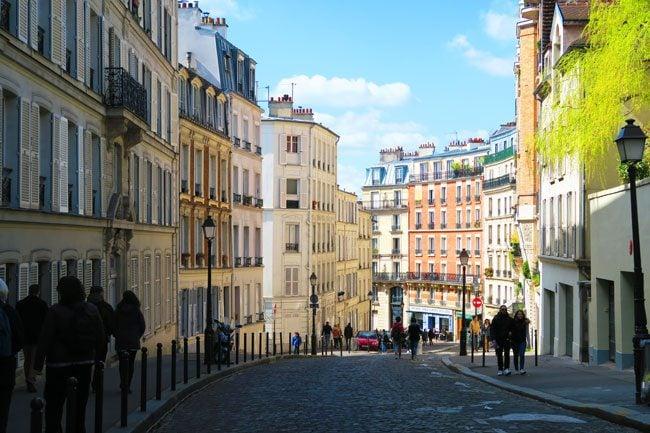 montmartre paris cobblestone lanes