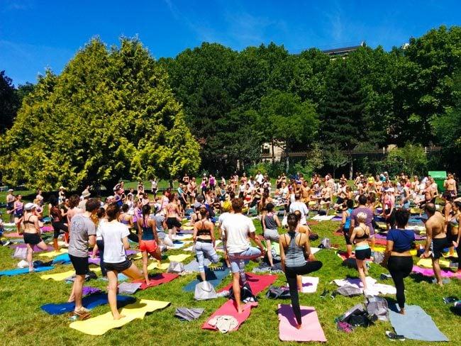 Parc Monceau Paris - yoga in the park