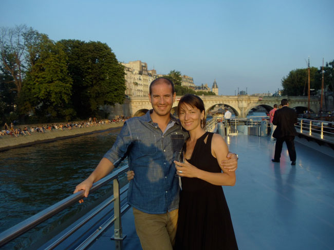 Romantic dinner cruise on seine