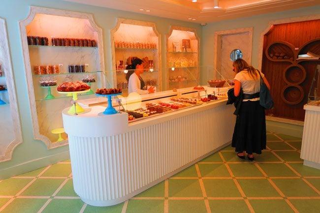 Gâteaux Thoumieux paris pastry shop