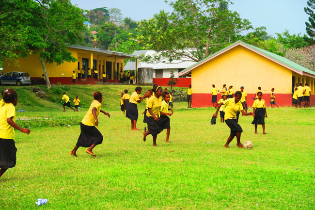 Luganville Espiritu Santo girls playing football