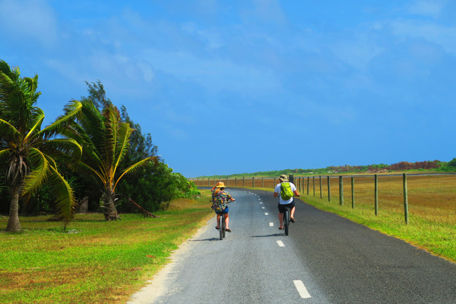 Driving around Aitutaki by bike in Cook Islands