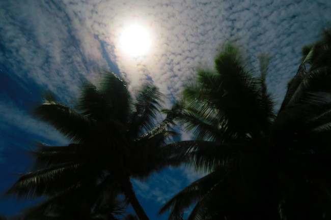Full moon in Aitutaki lagoon Cook Islands