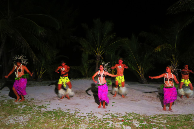 Island Night in Aitutaki Tamanu Beach Polynesian dance 1