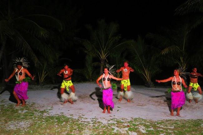Island Night in Aitutaki Tamanu Beach Polynesian dance 1