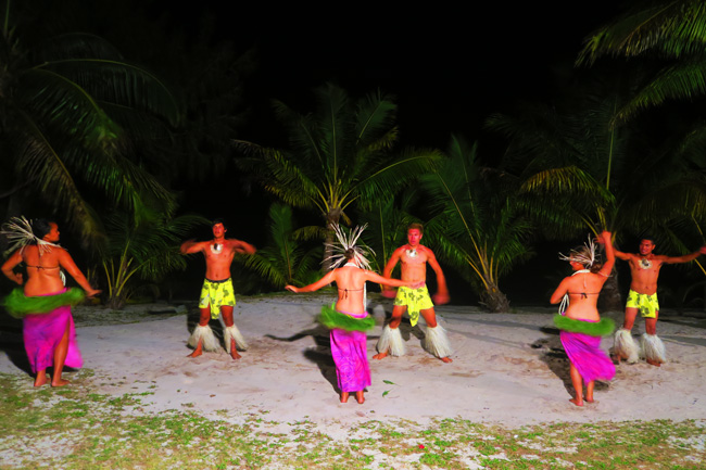Island Night in Aitutaki Tamanu Beach Polynesian dance 2
