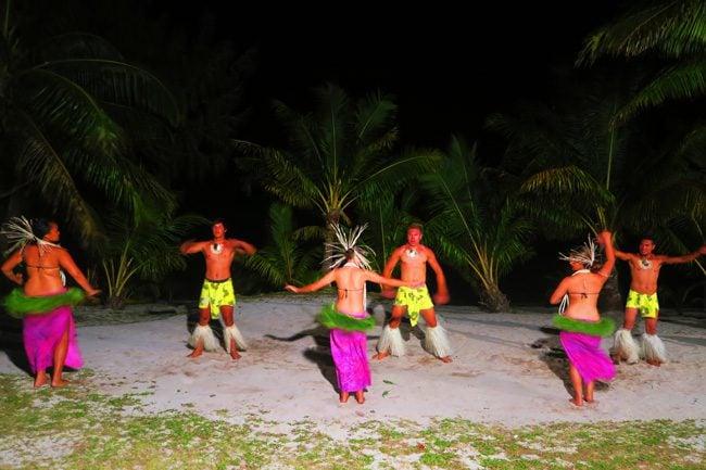 Island Night in Aitutaki Tamanu Beach Polynesian dance 2