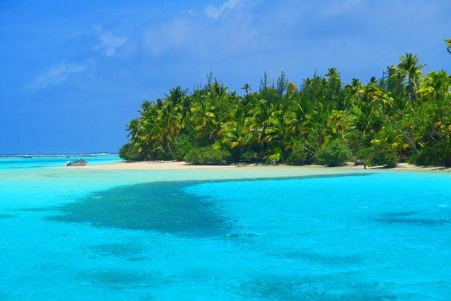 One Foot Island Aitutaki lagoon Cook Islands boat on island