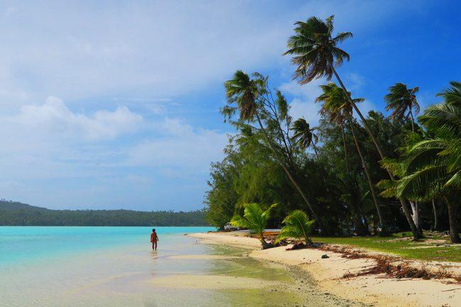 O'otu Beach. Aitutaki Village Cook Islands