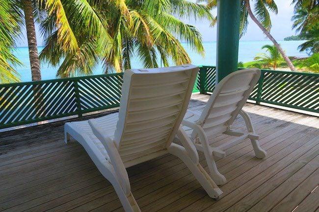 Rinos motel and bungalows deck aitutaki cook islands