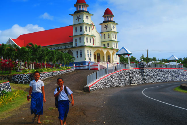Sleepy Village Savaii Samoa - kids next to church