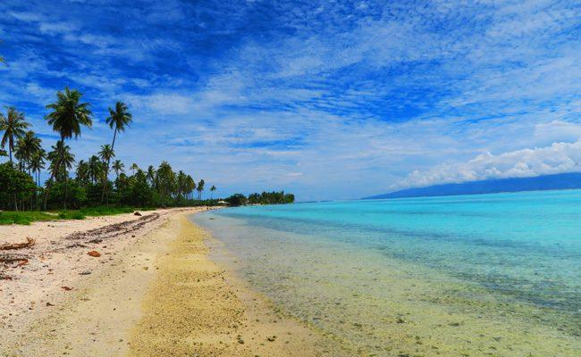 Temae beach colors Moorea French Polynesia