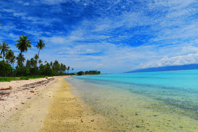 Temae beach colors Moorea French Polynesia
