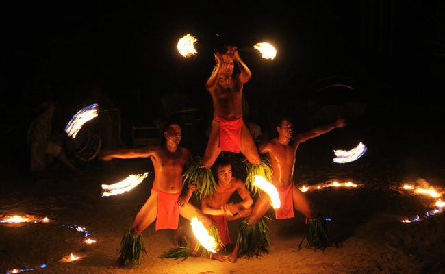Tiki Village Moorea fire show 3
