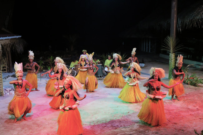 Tiki Village Moorea traditional polynesian dance