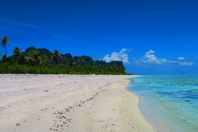 Motu Auira tropical beach view of Maupiti reef side