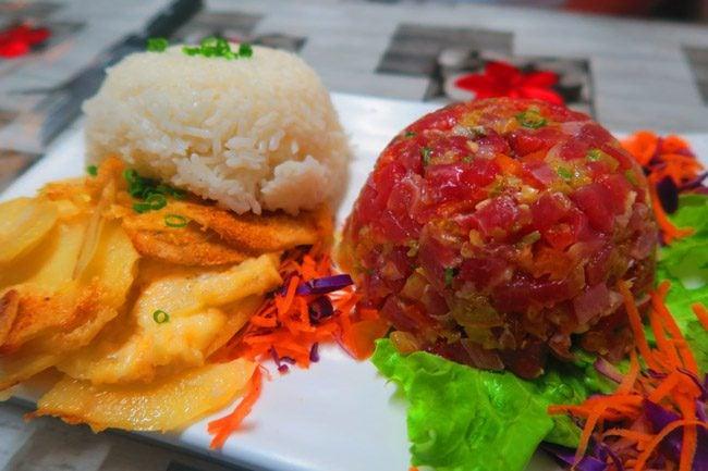 Best tuna tartare - L'estanco Roulotte seafood truck Papeete - Tahiti.