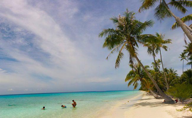 Fakarava Travel Guide - french polynesia tropical beach panoramic view PK9