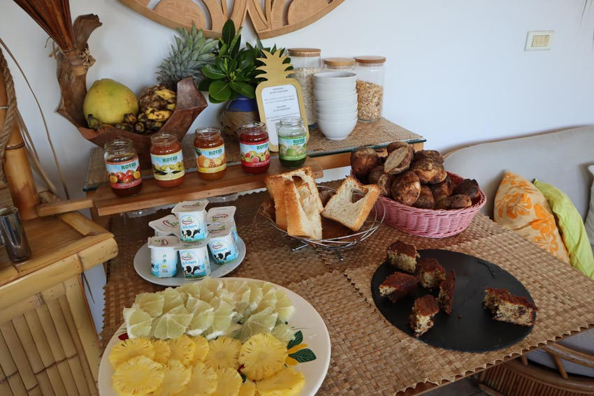 Pension Fare Suisse Tahiti - French Polynesia -breakfast