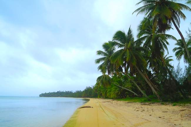 Aitutaki tropical beach west side