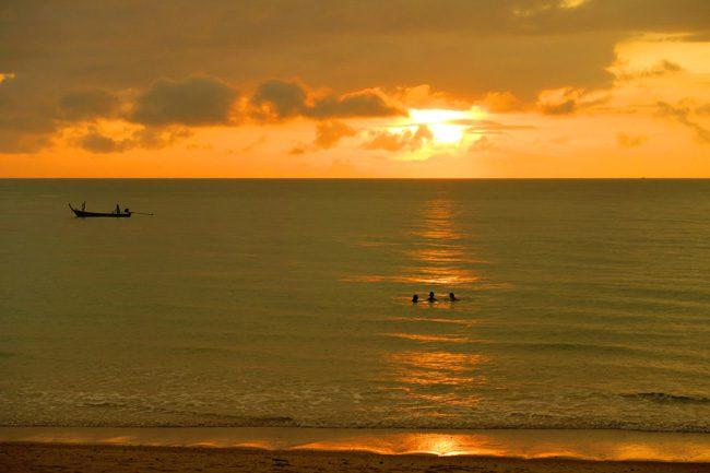 amazing-sunset-in-ko-lanta-thailand